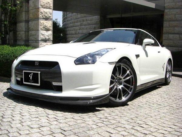 Nissan GT-R Abflug