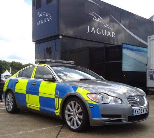 policyjny-jaguar-xf-samochod